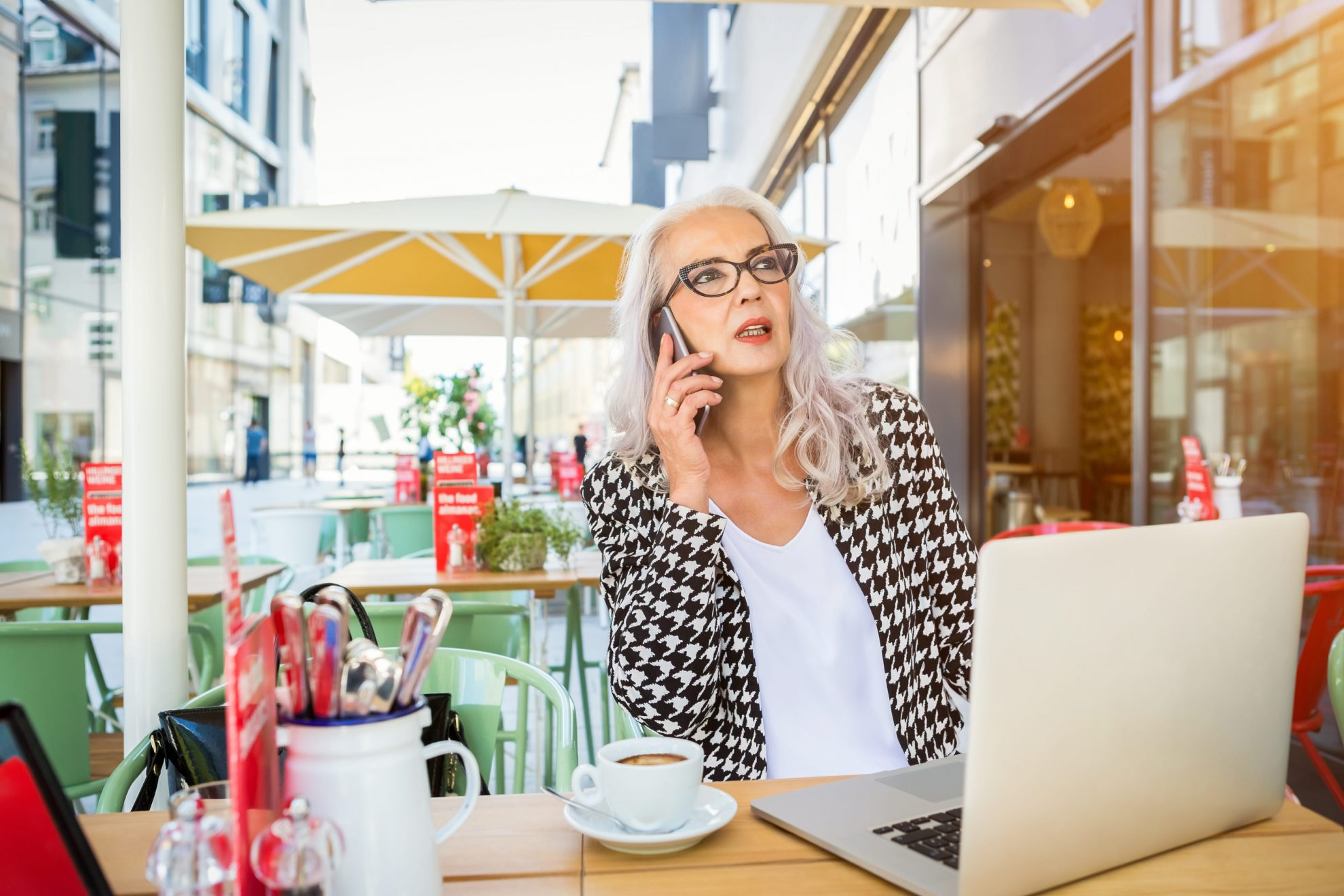 Older woman entrepreneur, on of the boomers lifestyle trends